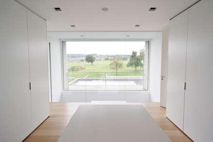 Le cube blanc dressing de style de style minimaliste par luc spits interiors