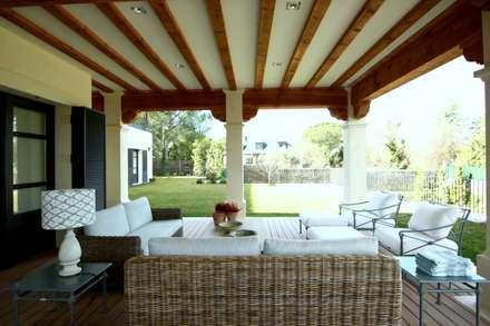 porche : Jardines de invierno de estilo mediterráneo de La Californie