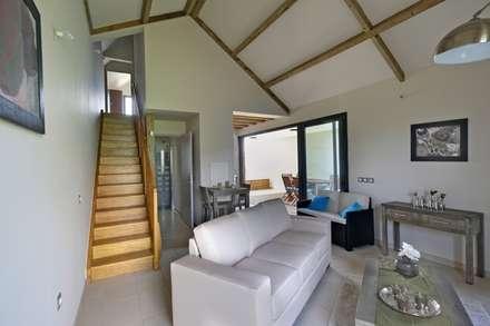 ECOLOGIA: Salon de style de style Tropical par T&T architecture