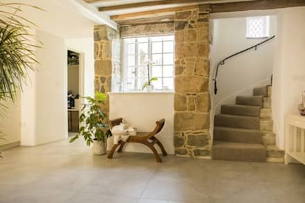 Maison D'Aval:  Walls by CCD Architects