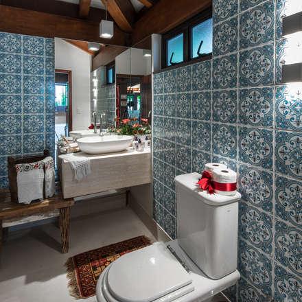 Varanda Gourmet | Campo Grande MS: Banheiros ecléticos por Camila Tannous Arquitetura & Interiores