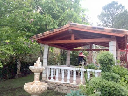 Gable roof by Exteriores De Madera