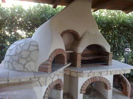 Fazzone camini: Giardino in stile in stile Rustico di Fazzone camini