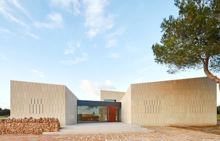 Stone Clubhouse: Salones de eventos de estilo  de GRAS Arquitectos