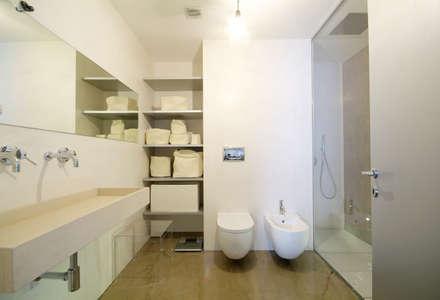 Un sogno chiamato casa: Bagno in stile in stile Minimalista di LF&Partners