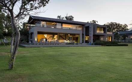 House in Blair Atholl: modern Houses by Nico Van Der Meulen Architects