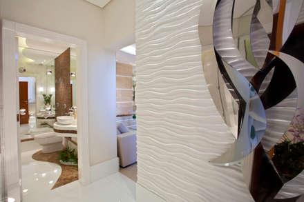 Apartamento Jatobá: Corredores, halls e escadas modernos por Designer de Interiores e Paisagista Iara Kílaris