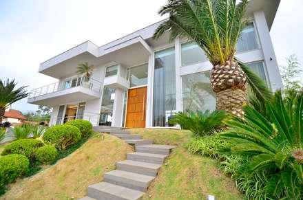 tropical Garden by Marcelo John Arquitetura e Interiores