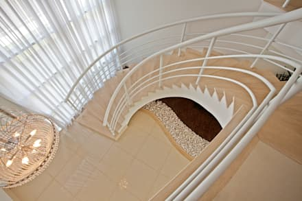 Casa Piracicaba: Corredores, halls e escadas modernos por Arquiteto Aquiles Nícolas Kílaris