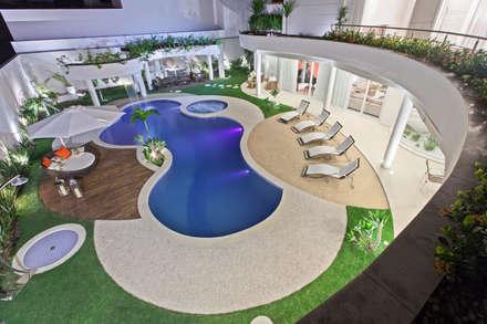 modern Pool by Arquiteto Aquiles Nícolas Kílaris