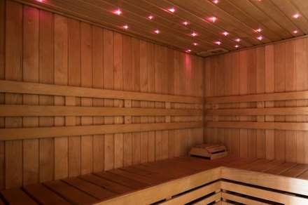 Bio-Sauna: Sauna in stile  di arlan.ch atelier d'architettura
