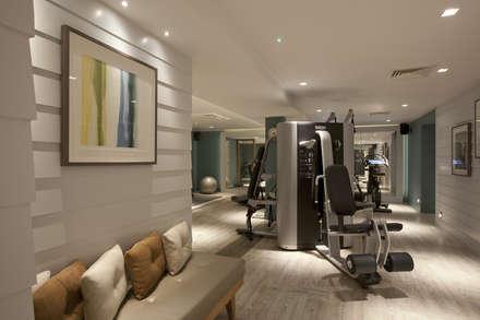 Dormy House Hotel Gym: classic Gym by motive8