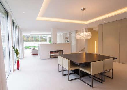 EINFAMILIENHAUS KLOSTERNEUBURG | AUT: moderne Esszimmer von Moser Architects