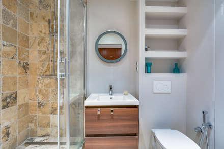 PARIS 17 29m²: Salle de bain de style de style Moderne par blackStones