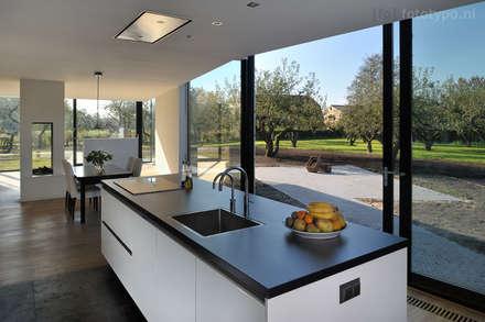 interior photography: moderne Keuken door fototypo   interior & architectural photography