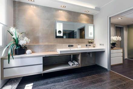 Il moderno confortevole - Design degli interni per il apartamento in Monaco: Bagno in stile in stile Moderno di NG-STUDIO Interior Design
