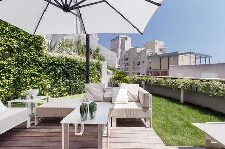 Modern interior design of a residence in Monaco.: Terrazza in stile  di NG-STUDIO Interior Design