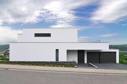 Haus Rheinblick: moderne Häuser von wirges-klein architekten