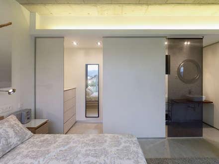 Vivienda en Villagarcía: Dormitorios de estilo minimalista de Nan Arquitectos