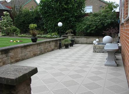 Unique tiles upgrade patio: scandinavian Garden by Ecotile Flooring