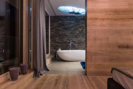 Wellnessoase : moderne Badezimmer von ARKITURA GmbH