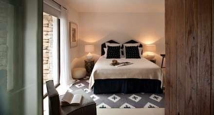 Bedroom: mediterranean Bedroom by TG Studio