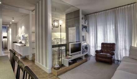 Interior a Santarcangelo: Sala da pranzo in stile in stile Moderno di cristina zanni designer