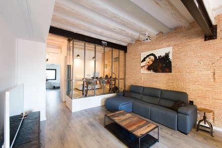Poble sec: Salones de estilo industrial de Global Projects