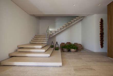 modern Corridor, hallway & stairs by Débora Aguiar