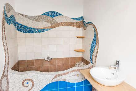 Bagno stile Gaudì: Bagno in stile in stile Eclettico di Milani Iurisevic decorazioni