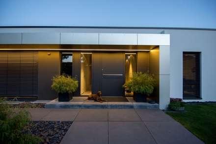 Haus_gra: moderne Häuser von aprikari gmbh & co. kg