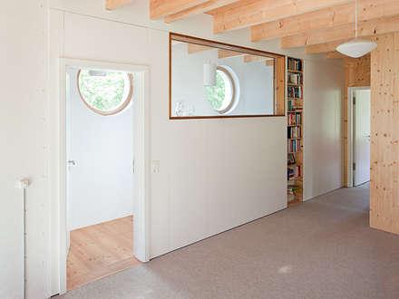 Atelierhaus in Königswusterhausesn:  Flur & Diele von Müllers Büro
