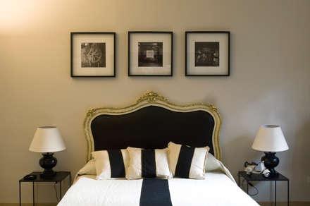 Black Jack Interior - Rome: Camera da letto in stile in stile Moderno di Arch Nouveau Studio