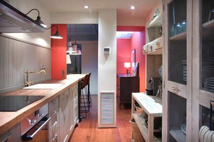 LOFT EN SARRIA: Cocinas de estilo colonial de zazurca arquitectos