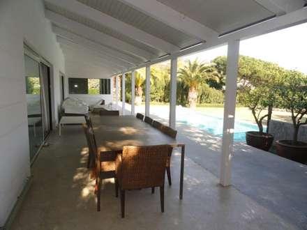 CASA VC: Casas de estilo colonial de zazurca arquitectos