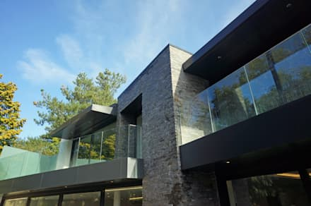 Nairn Road, Canford Cliffs: modern Houses by David James Architects & Partners Ltd
