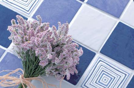 CAFE DEL MAR: Pareti in stile  di ELIOS ceramica