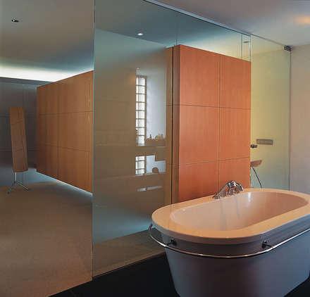 Kleedkamer design idee n inspiratie en foto 39 s homify - Moderne slaapkamer met kleedkamer ...