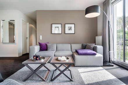 Appartement Heiligendamm: moderne Wohnzimmer von SALLIER WOHNEN HAMBURG