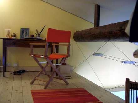 CASA MARINA: Studio in stile in stile Coloniale di Antonella Liguori Architetto