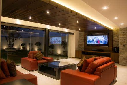 modern Media room by [tt arquitectos]