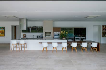 TB House: Cozinhas minimalistas por Aguirre Arquitetura