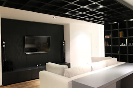 modern Media room by Hat Diseño
