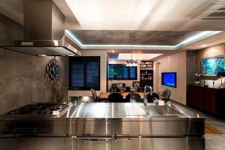 キッチン: QUALIAが手掛けたキッチンです。