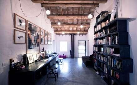 House 11: Studio in stile In stile Country di Opera s.r.l.