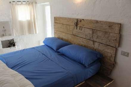 Casa Mac: Camera da letto in stile In stile Country di Antonio D'aprile Architetto