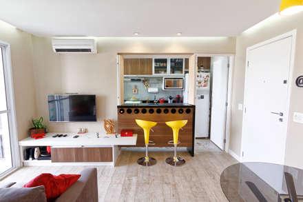minimalistic Dining room by Raphael Civille Arquitetura