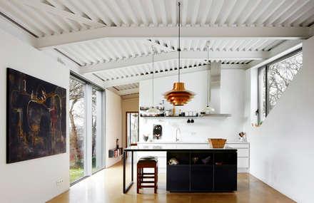 LARA RIOS HOUSE: Cocina: Cocinas de estilo industrial de miba architects
