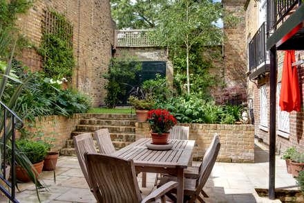 Barnsbury Park:  Terrace by ReDesign London Ltd