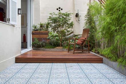 APARTAMENTO KG: Terraços  por Raquel Junqueira Arquitetura